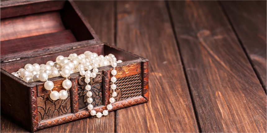 Pearls and jewellery in a wooden box